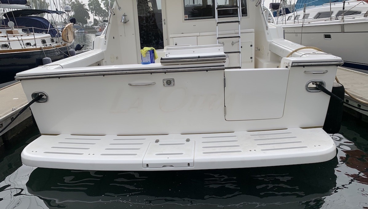 'Fishizzle' transom before